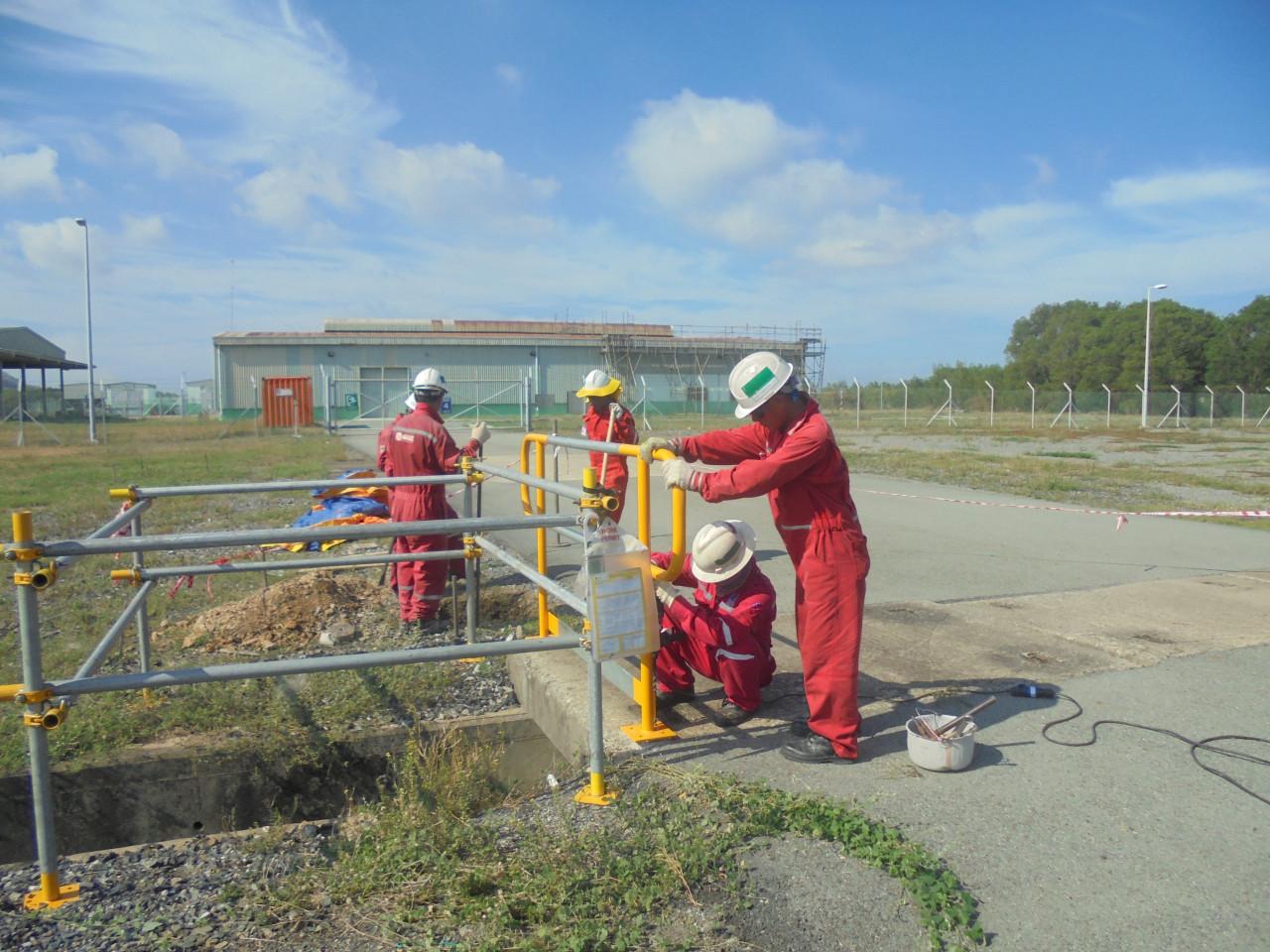 Chế tạo lắp đặt nhà xưởng, lan can, sửa chữa hàng rào tại Nam Côn Sơn Pipeline